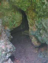 looking into the nice hot cave (Pahoa)