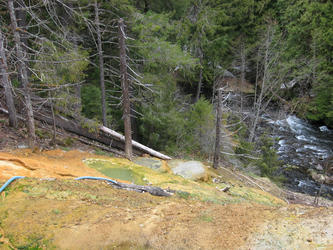 looking down mound at cooler pools (Umpqua)